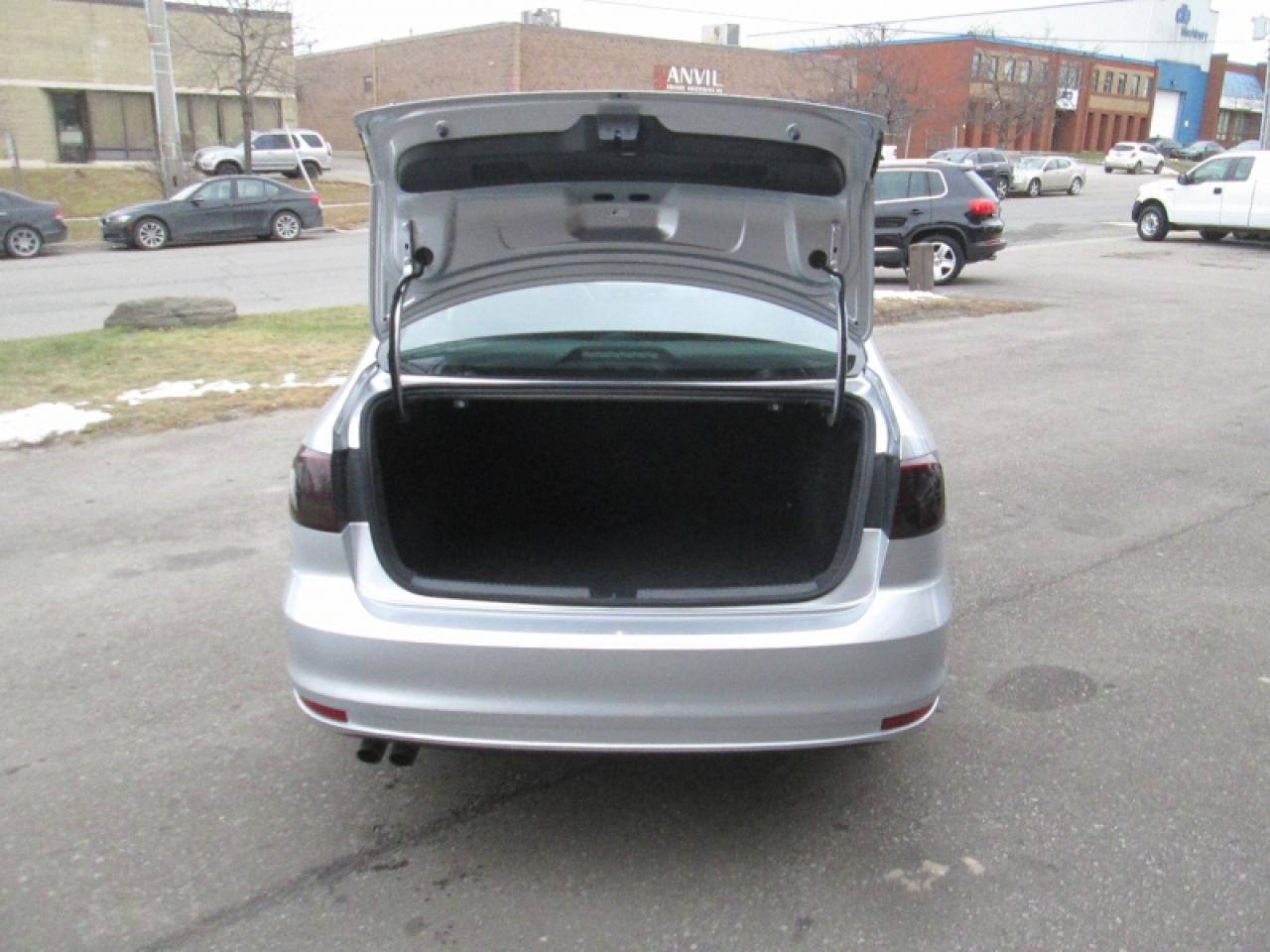 2015 Volkswagen Jetta NO ACCIDENT   BIG SCREEN   REAR CAM   HEATED SEATS   B/T