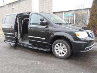 Used 2015 Chrysler Town & Country Touring-Side Entry Wheelchair Accessible for sale in London, ON