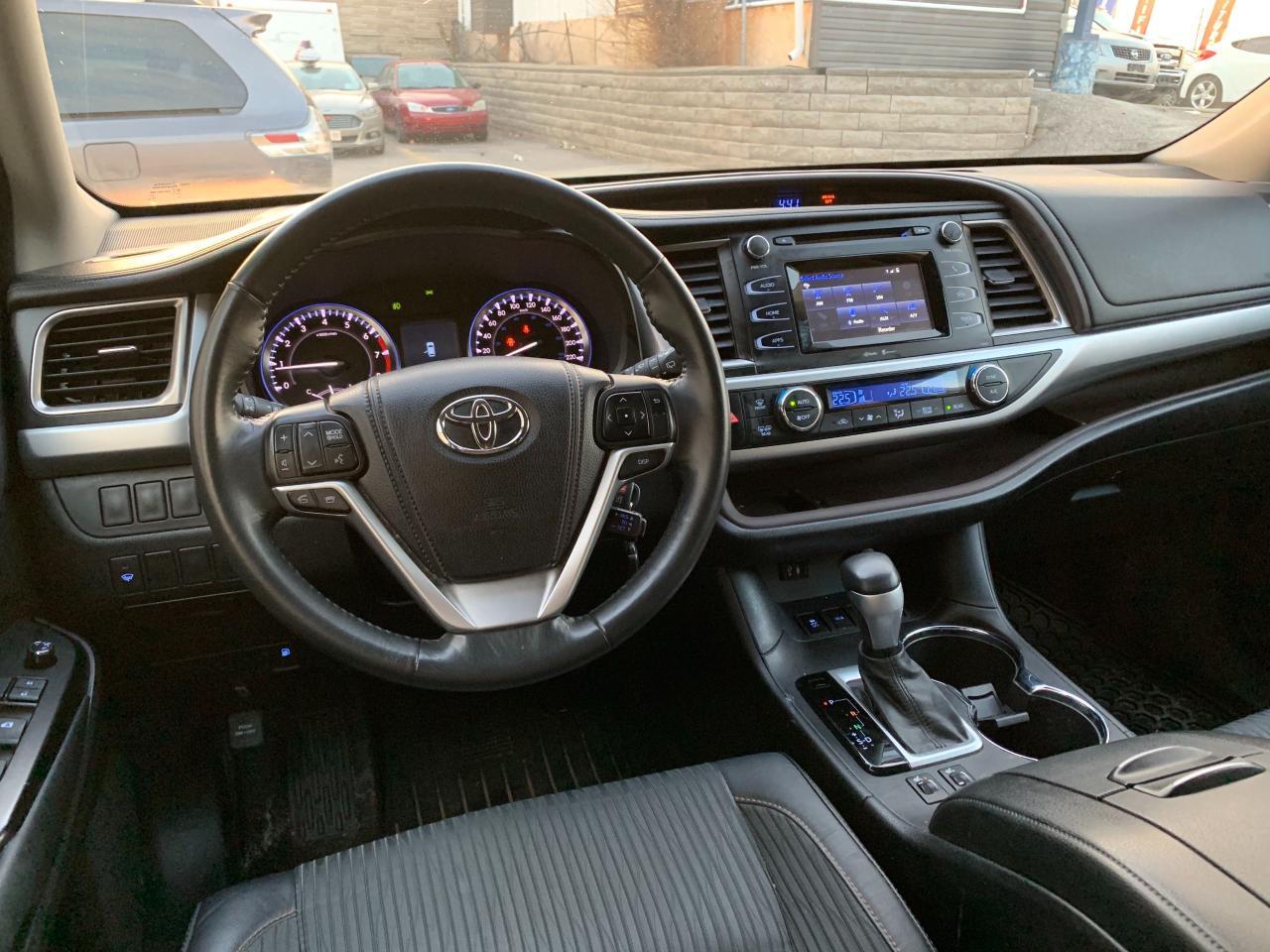 2014 Toyota Highlander LE, AWD, 8 Passenger, Back up Camera!