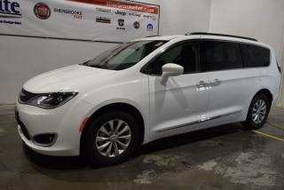 Used 2017 Chrysler Pacifica Touring for sale in Sherbrooke, QC