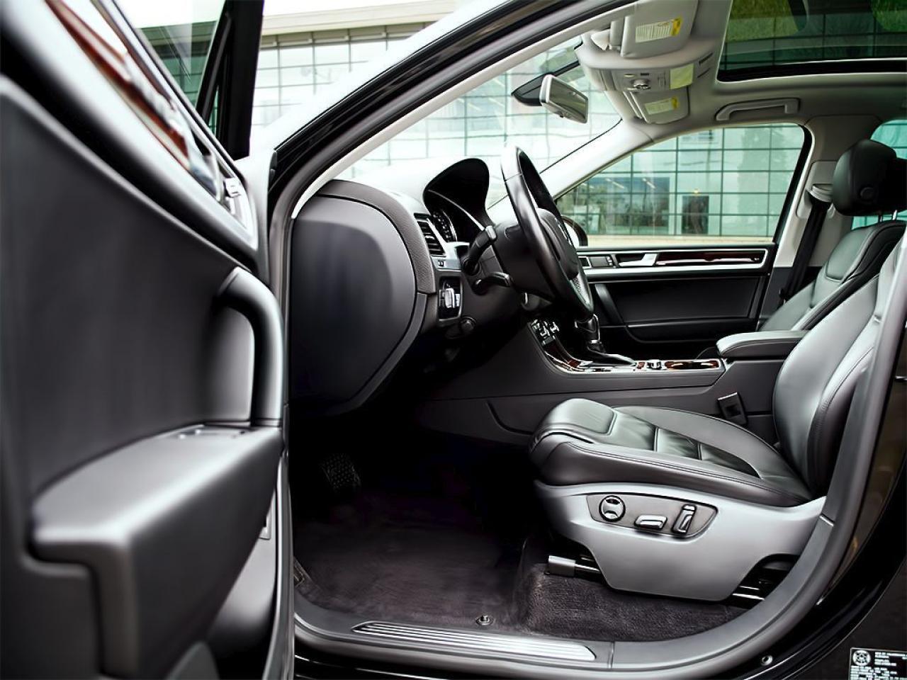 2012 Volkswagen Touareg TDI|EXECLINE|NAVI|PANOROOF|20 inch RIMS