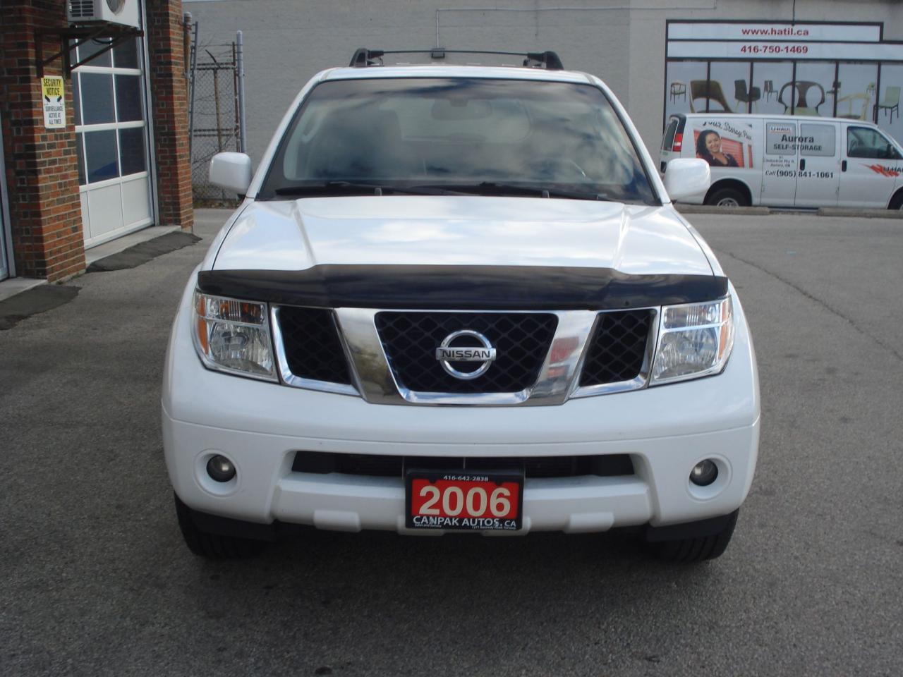 Photo of White 2006 Nissan Pathfinder