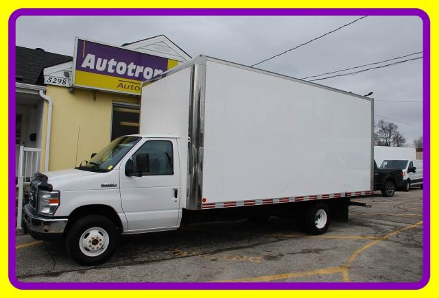 2011 Ford E-450 18' Cube, Ramp