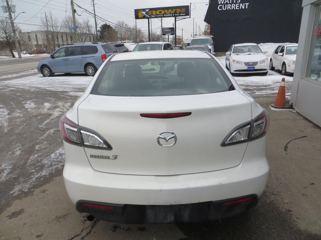 2011 Mazda MAZDA3 AUTOMATIC,CLEAN CARFAX,A/C,ALL POWER,ALLOYS