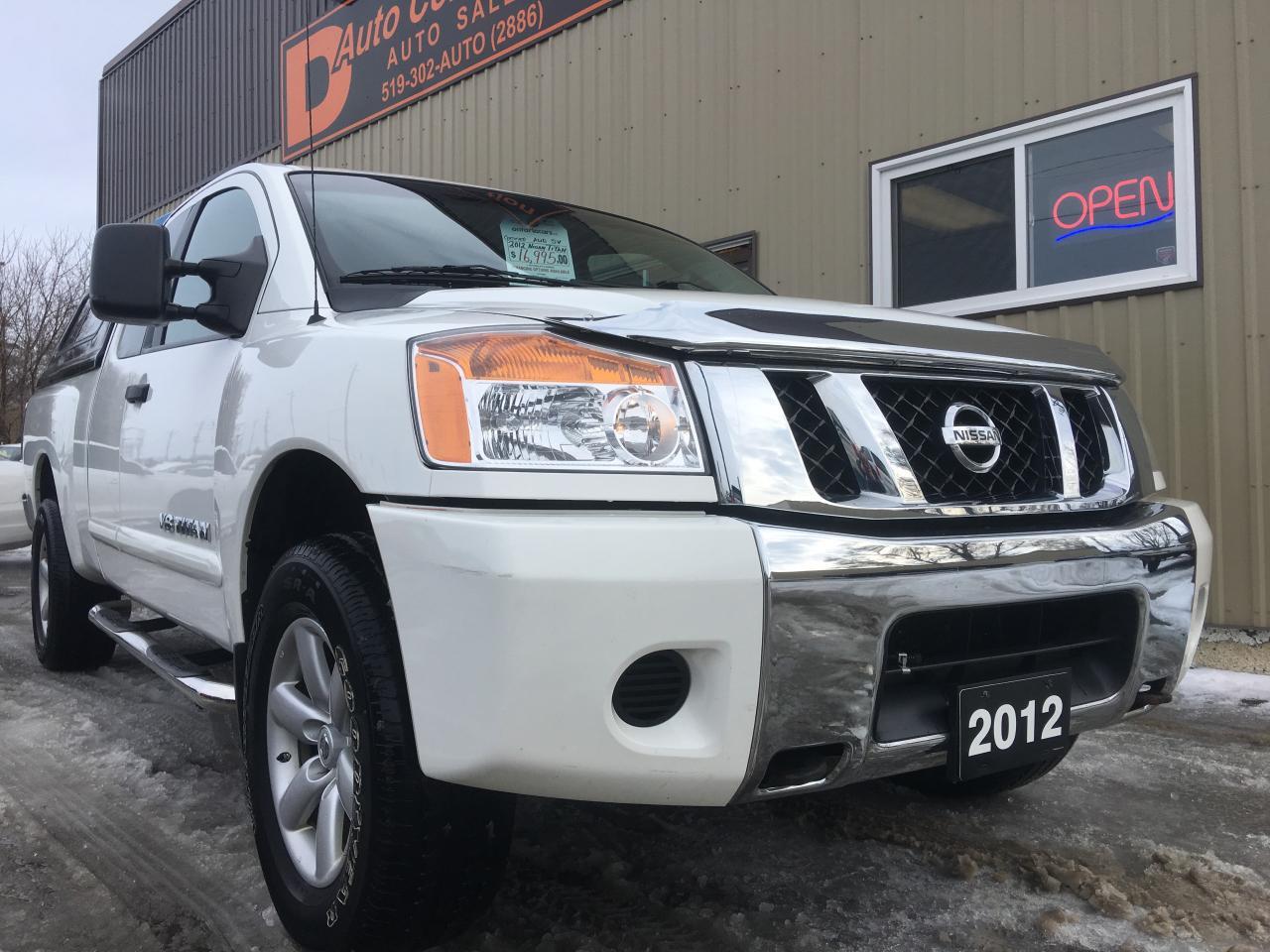2012 Nissan Titan SV/no accidents well serviced/ leer cap