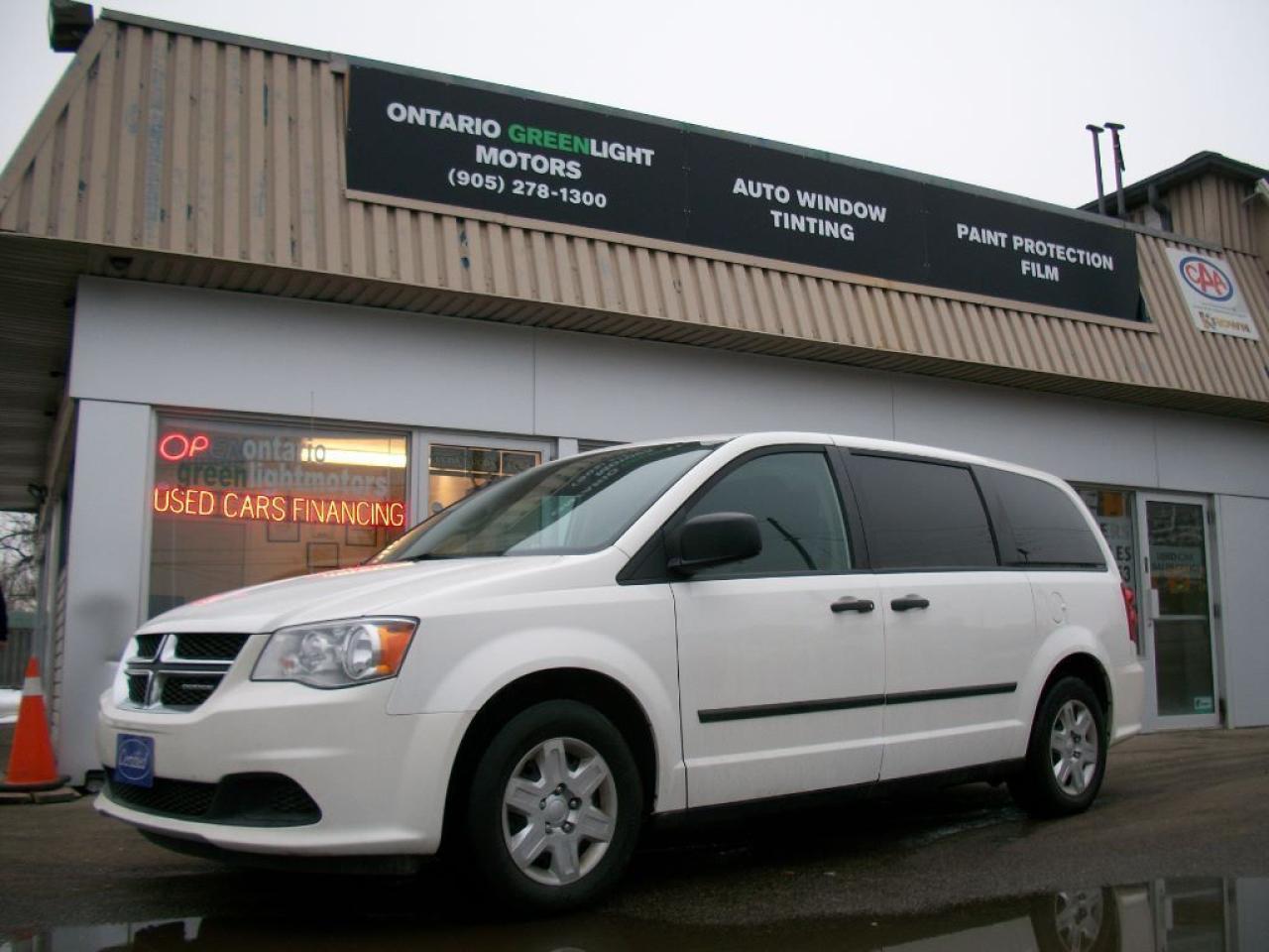 Photo of White 2011 Dodge Grand Caravan