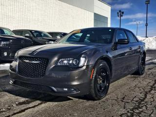 Used 2016 Chrysler 300 S *CUIR*TOIT*GPS*300HP* for sale in Brossard, QC