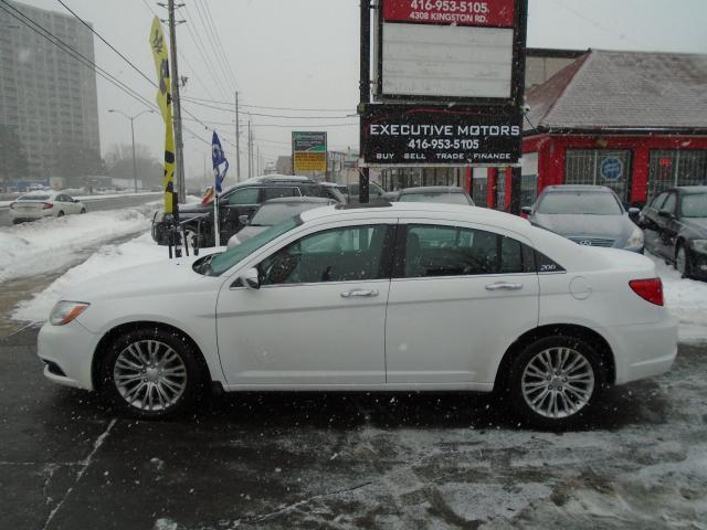 2012 Chrysler 200 Limited / LOADED/ LEATHER / ROOF / NAV / ALLOYS /