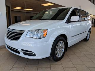 Used 2015 Chrysler Town & Country Touring Portes électriques for sale in Pointe-Aux-Trembles, QC