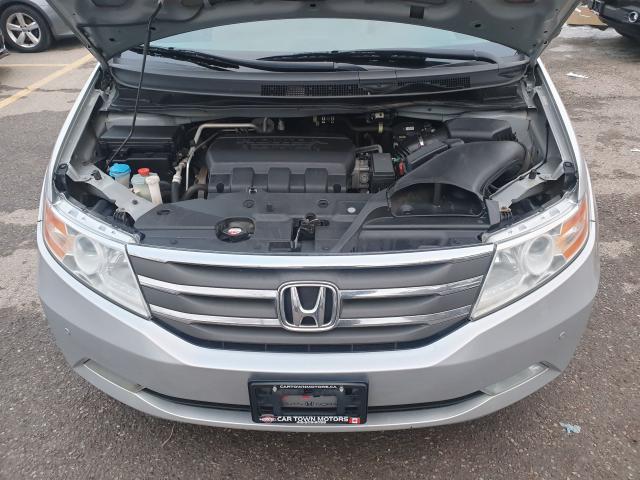 2012 Honda Odyssey Touring Photo9