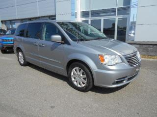 Used 2013 Chrysler Town & Country TOURING GAR for sale in St-Eustache, QC