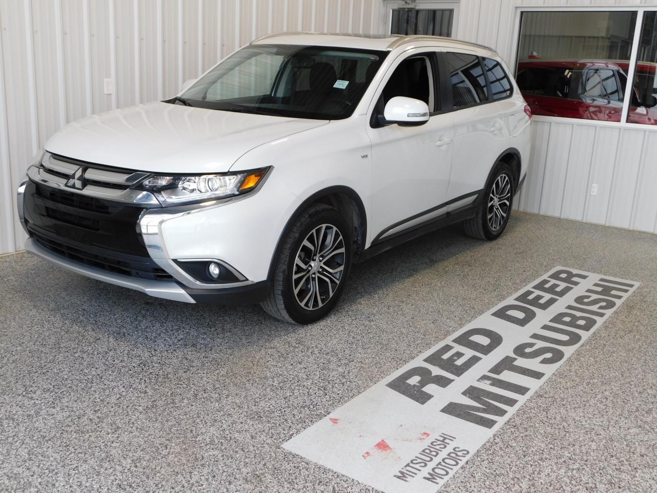 Used 2017 Mitsubishi Outlander SE for Sale in Red Deer