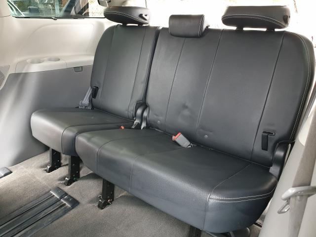 2011 Toyota Sienna SE Photo20