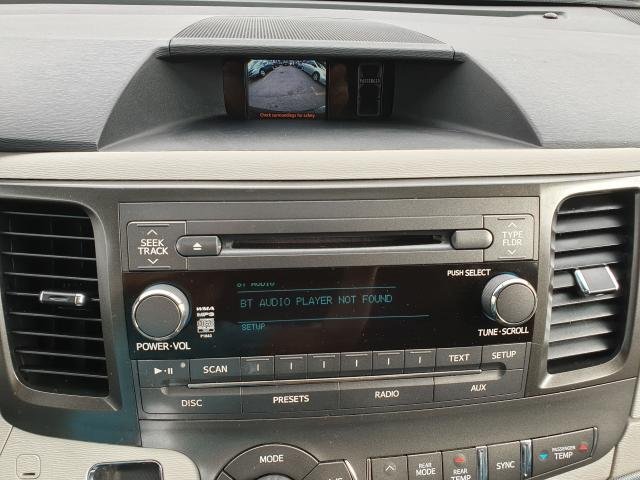 2011 Toyota Sienna SE Photo23
