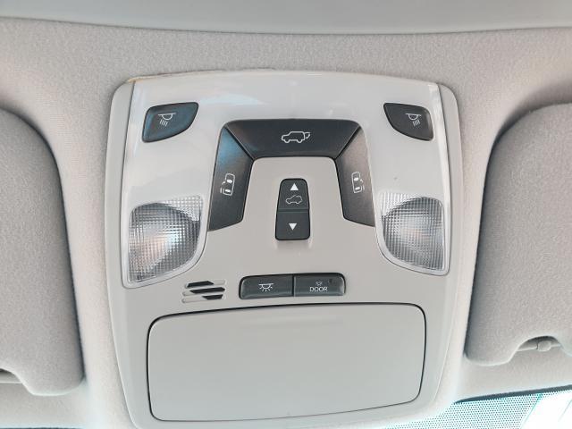 2011 Toyota Sienna SE Photo24