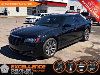 Used 2014 Chrysler 300 S *CUIR/TOIT/NAV/CAMERA* for sale in Vaudreuil-Dorion, QC