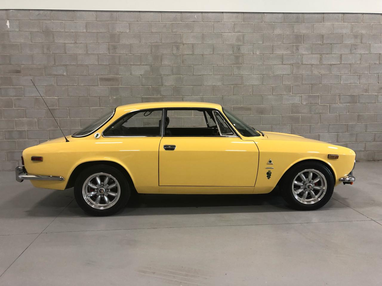 Photo of Yellow 1973 Alfa Romeo GTV 2000 Inenzione
