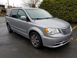 Used 2014 Chrysler Town & Country Familiale tourisme 4 portes for sale in Longueuil, QC