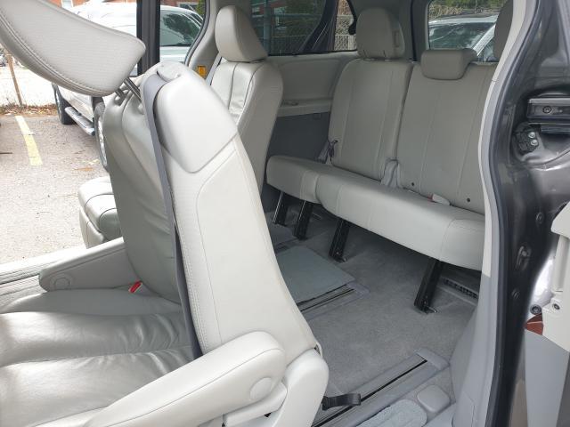 2011 Toyota Sienna XLE Photo19
