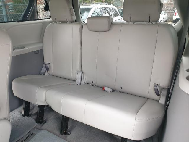 2011 Toyota Sienna XLE Photo20