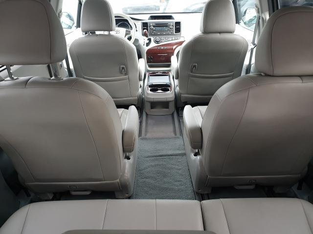 2011 Toyota Sienna XLE Photo22