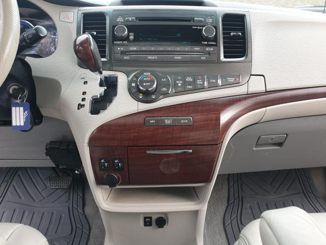 2011 Toyota Sienna XLE Photo26