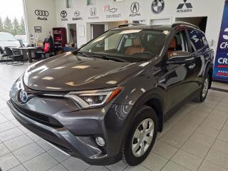 Used 2016 Toyota RAV4 Hybride Limited / HYBRIDE / CUIR / TOIT for sale in Sherbrooke, QC