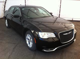 Used 2018 Chrysler 300 Touring NAVIGATION, PANORAMIC SUNROOF, REMOTE STARTER, HEATED FRONT SEATS for sale in Ottawa, ON