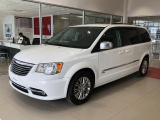 Used 2016 Chrysler Town & Country Familiale 4 portes Tourisme avec cuir for sale in Beauport, QC