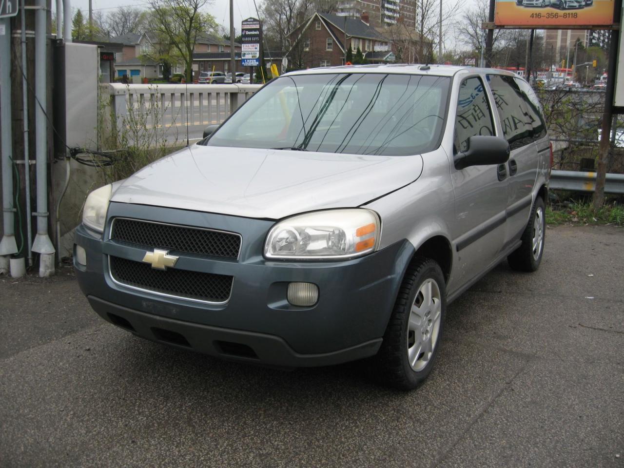 Photo of Silver 2007 Chevrolet Uplander