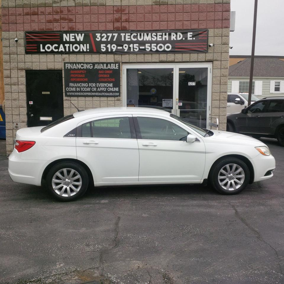 2012 Chrysler 200 Tire Size >> Used 2012 Chrysler 200 Lx For Sale In Windsor Ontario Carpages Ca