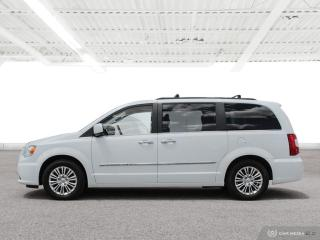Used 2015 Chrysler Town & Country Touring-L Bluetooth, Back Up Camera, Navigation, and More! for sale in Waterloo, ON