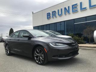 Used 2015 Chrysler 200 AWD cuir, Toit, GPS 8 pneus for sale in St-Eustache, QC
