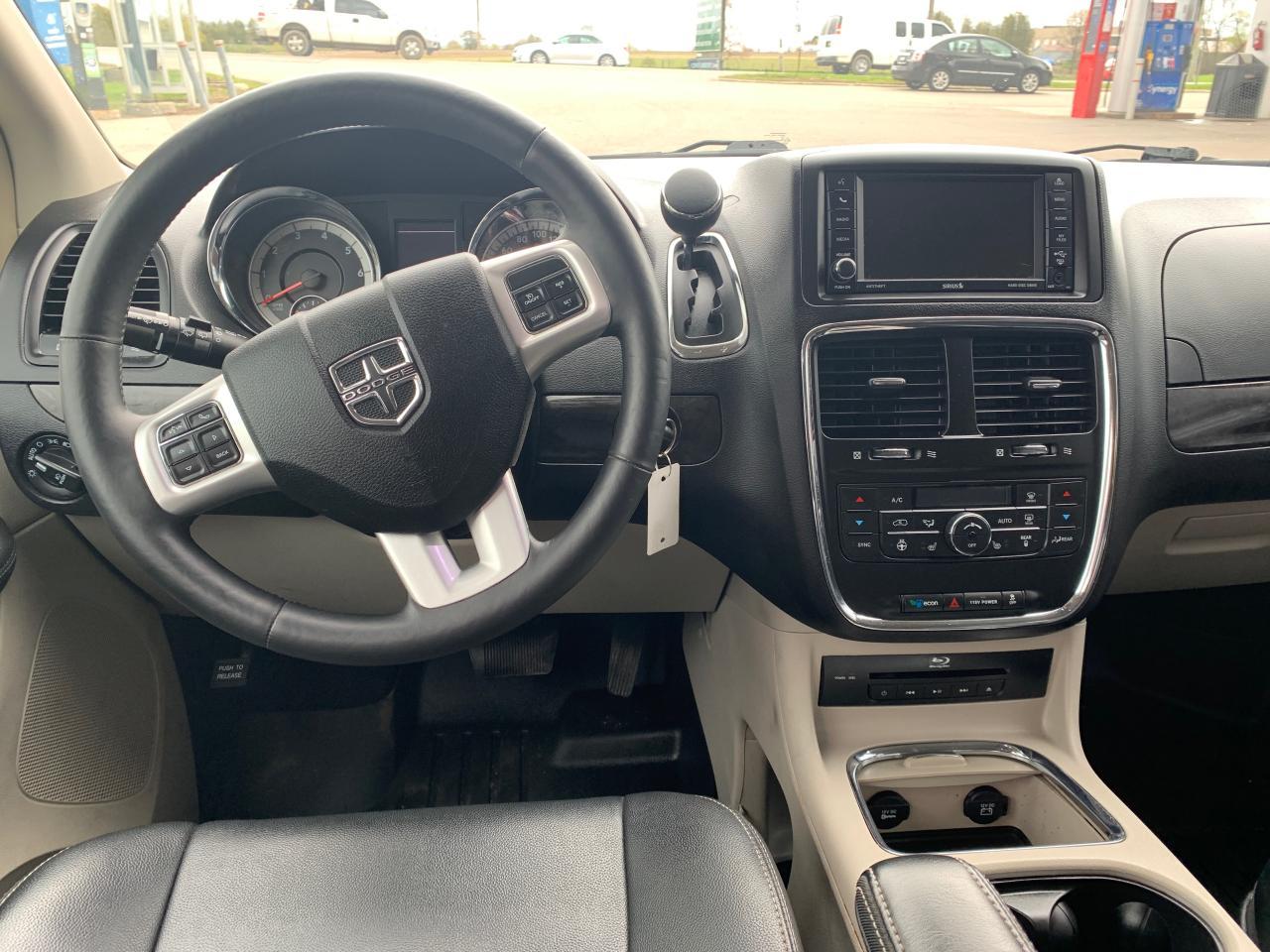 2016 Dodge Grand Caravan Crew Plus stownandgo
