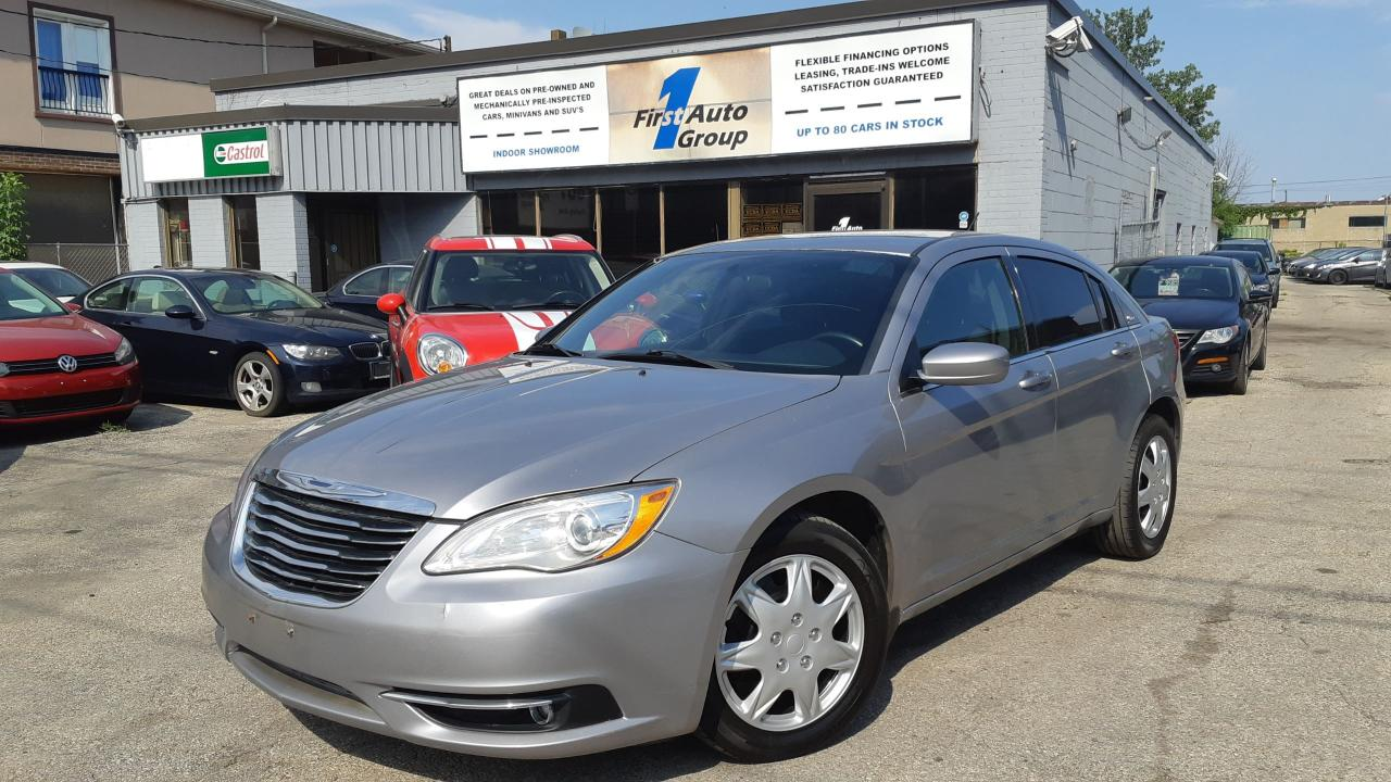 Photo of Grey 2014 Chrysler 200