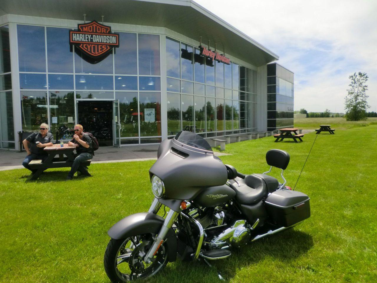 2017 Harley-Davidson FLHXS