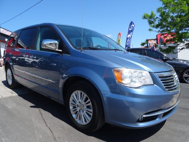 2012 Chrysler Town & Country Limited*Leather*Sunroof*Navi*loaded