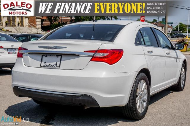 2013 Chrysler 200 TOURING / LEATHER / HEATED SEATS / AUX Photo9