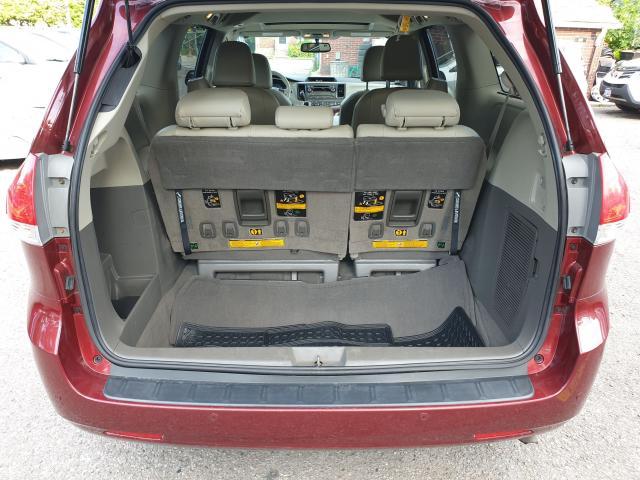 2011 Toyota Sienna XLE Photo9