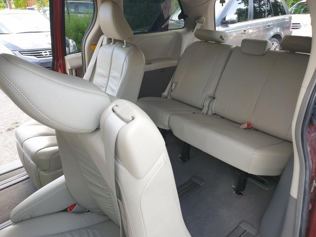 2011 Toyota Sienna XLE Photo14