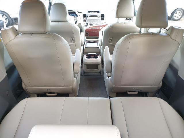 2011 Toyota Sienna XLE Photo16