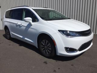 Used 2019 Chrysler Pacifica Touring-L Plus-Toit for sale in Cowansville, QC