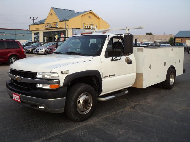 "2001 Chevrolet Silverado 3500 LS CabChassis DRW 6.6L DuramaxDiesel 11""UtilityBox"
