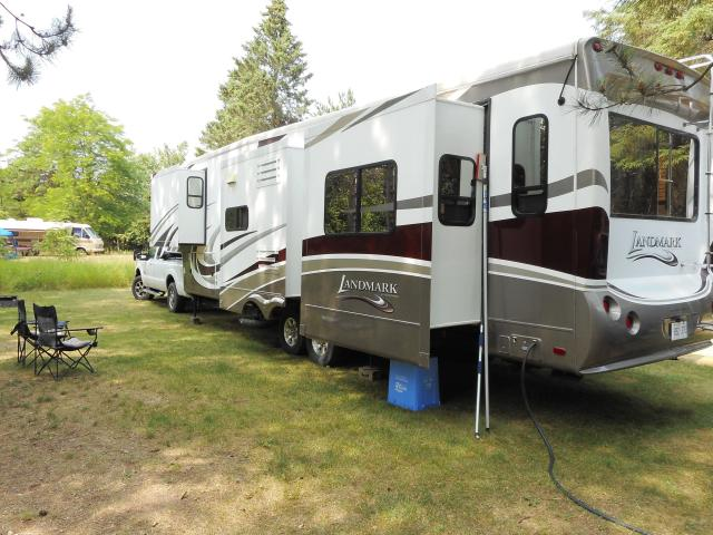 2011 Heartland Landmark Ontario Edition fifth wheel