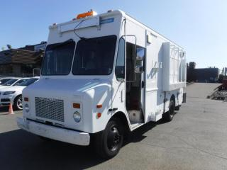 Used 2002 Workhorse P42 Grumman Olsen 16 Foot Cargo Cube Van Dually with Rear Shelving for sale in Burnaby, BC