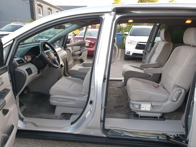 2013 Honda Odyssey LX Photo10