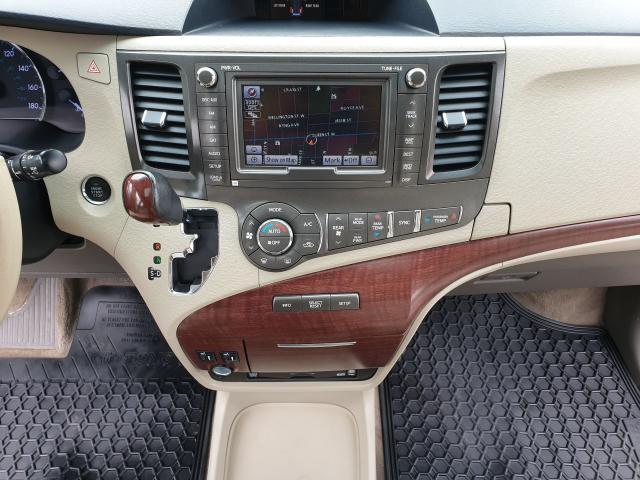 2012 Toyota Sienna LIMITED Photo15