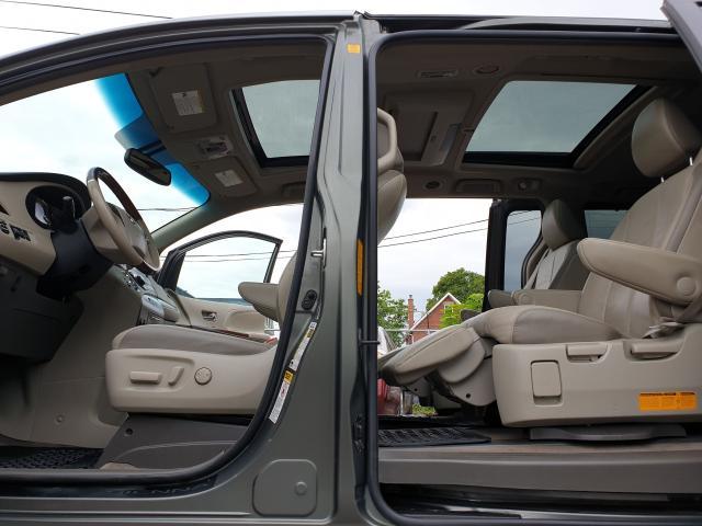 2012 Toyota Sienna LIMITED Photo21
