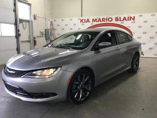 Used 2015 Chrysler 200 S * TOIT * * NAV * CUIR * DEMAREUR for sale in Ste-Julie, QC
