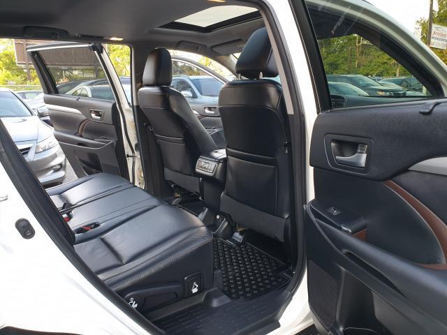 2015 Toyota Highlander XLE Photo12